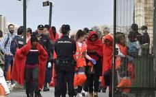 Rescatados 104 inmigrantes en pateras interceptadas en el Mar de Alborán y en Fuengirola
