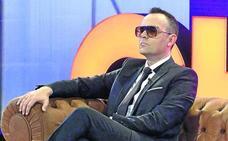 Once heridos al derrumbarse una grada durante una entrevista de Risto Mejide a Iniesta