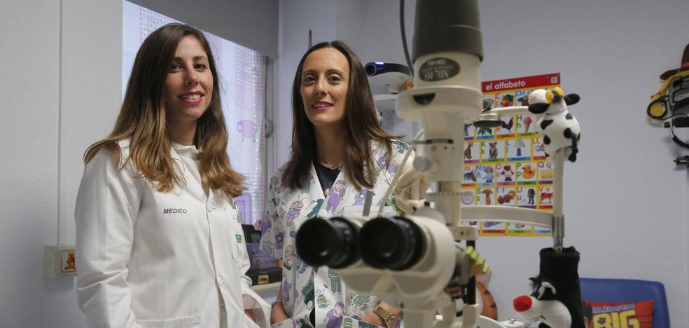 Dos oftalmólogas malagueñas, únicas en España con el prestigioso título europeo FEBO