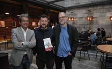 Cuenca Sandoval: «Si una novela no encuentra el tono, mejor mandarla a la hoguera»
