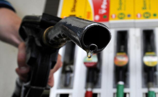 El diésel supera ya los 1,20 euros por litro y la gasolina los 1,30, en máximos desde 2014