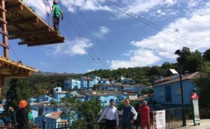 Puentes tibetanos y tirolinas para ver Júzcar desde las alturas