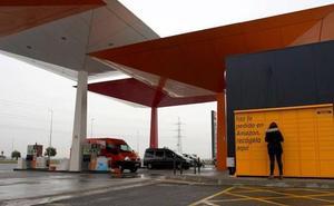 Amazon instala buzones de recogida en gasolineras y centros comerciales de Málaga