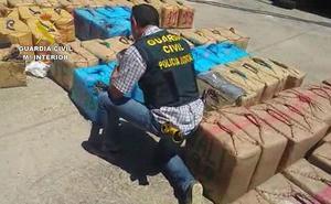 Diez detenidos y 7,5 toneladas de hachís intervenidas en Málaga y Cádiz