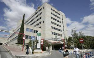El Sindicato Médico denuncia que un ascensor del Materno lleva averiado más de un año