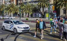 Los taxis de la Costa del Sol crean un teléfono único y una 'app' para plantarle cara a Uber y Cabify