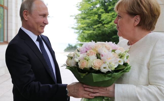 Trump acerca a Merkel y Putin