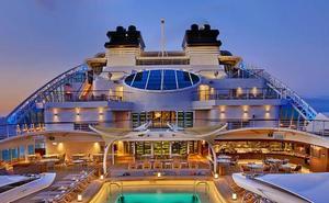 El crucero 'Seabourn Ovation' realiza su primera escala en el puerto de Málaga