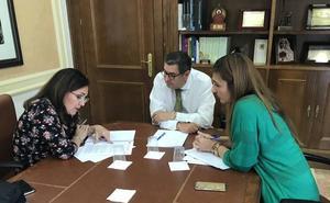 Vélez y la Junta negocian para desmantelar el último núcleo chabolista de la Axarquía