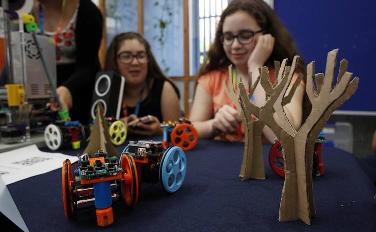 Los escolares malagueños muestran sus proyectos en la UMA