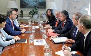 Gobierno y Junta acuerdan coordinar el proyecto del tren a Marbella