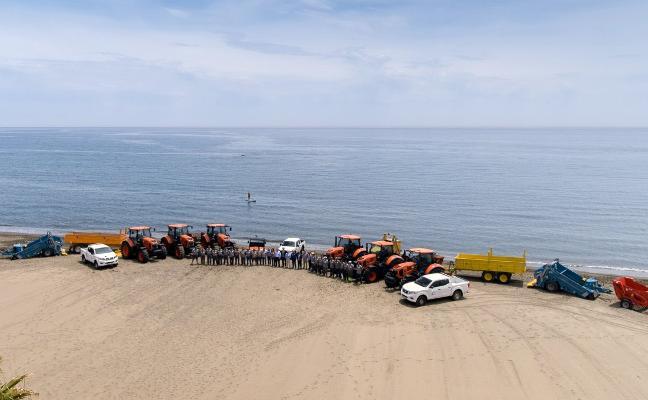 El Ayuntamiento de Estepona renueva toda la flota de maquinaria de limpieza de playas