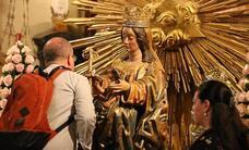 Besamanos y traslados previos a la procesión magna de la Victoria en Málaga 2018