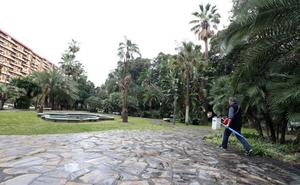 Le piden un euro para robarle la cartera con violencia en los Jardines de Picasso de Málaga