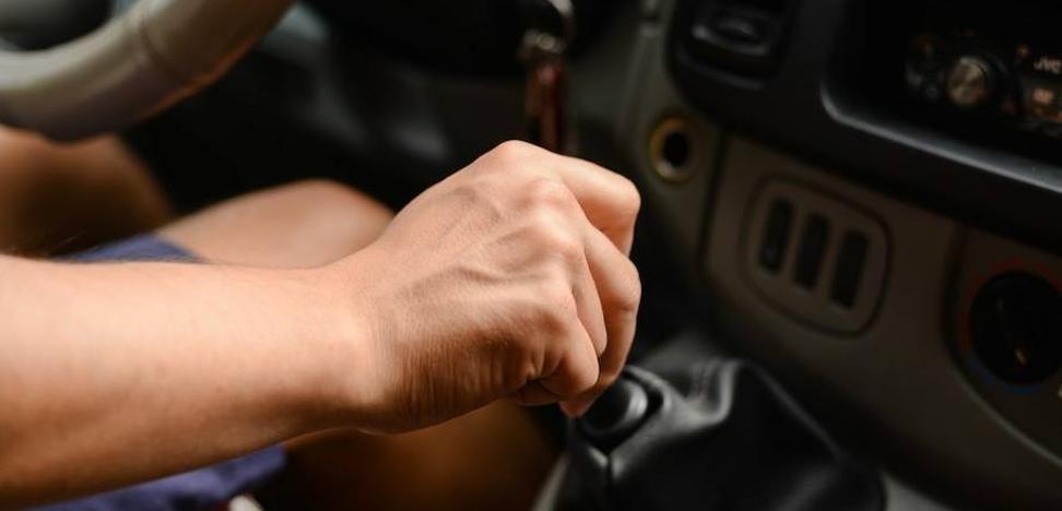 Ocho malos hábitos al volante que pueden estropearte el coche