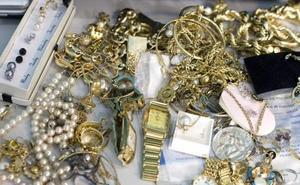 Piden tres años de prisión para una mujer acusada de quedarse con joyas del negocio en el que trabajaba en Marbella