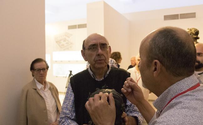 El Museo de Antequera organiza visitas para que los ciegos conozcan el Efebo