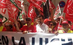 Antonio Maíllo se suma a la marcha en defensa de un convenio digno para la hostelería