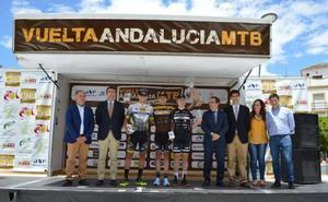 Pablo Guerrero y María Díaz, primeros líderes de la Vuelta Andalucía de MTB
