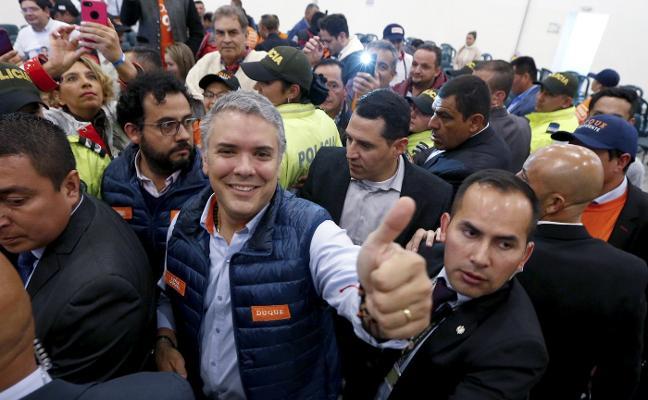 Colombia vota en paz pero muy dividida