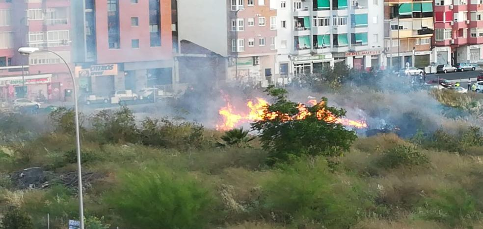 Incendio en los antiguos terrenos de Repsol