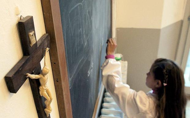 Obispos y Junta de Andalucía discrepan por las horas de Religión en los colegios. /Efe