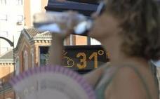 El terral sube el termómetro en Málaga pero el verano se resiste a llegar