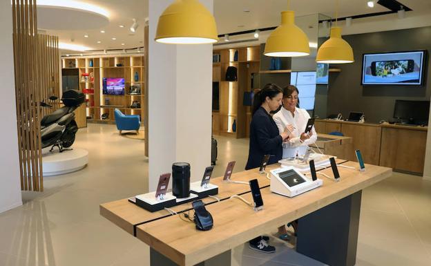 M laga as es la family store de caixabank en la calle for Oficinas caixa malaga