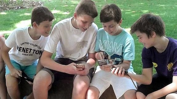 La adicción al teléfono móvil y otras tecnologías afecta ya a niños de 10 años