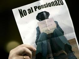 Militares y guardias civiles protestan por el 'pensionazo'