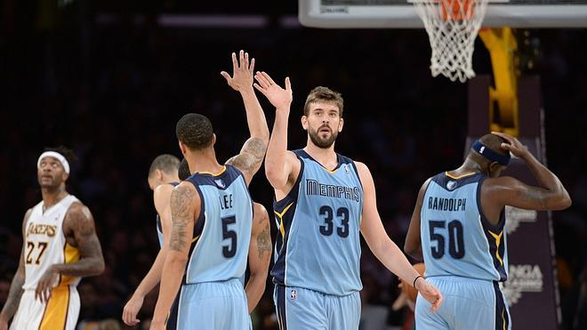 Conley y Marc Gasol dominan a los Lakers