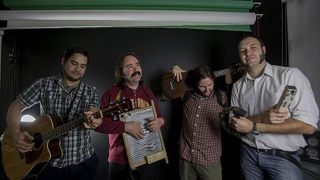 Ukelele Clan Band interpreta en directo 'Fox hunters'