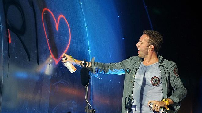 Chris Martin, ¿entre Jennifer Lawrence y Kylie Minogue?