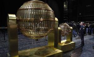 El Teatro Real ya custodia los bombos del sorteo de Navidad