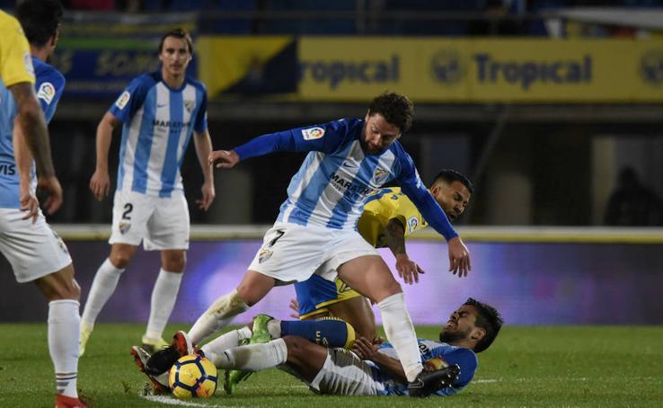 El Málaga cae derrotado en Las Palmas en el último minuto