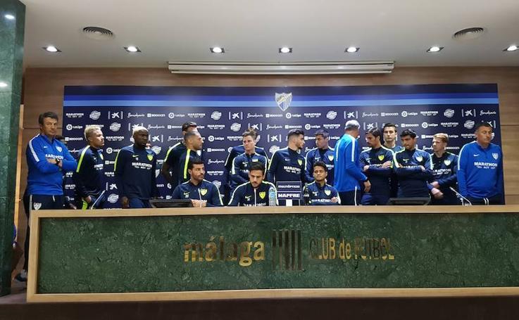 La plantilla del Málaga comparece tras su descenso