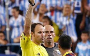 De Mateu Lahoz a Varón Aceitón: árbitros desconocidos e imprevisibles para el Málaga en Segunda División