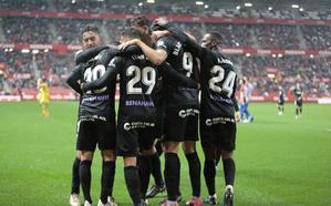 El Málaga se coloca en la cuarta plaza tras el empate en Gijón