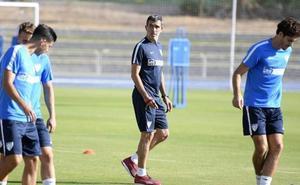 El Málaga recuperará el liderato si gana en Gijón