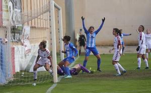 Un 'gol olímpico' de Leti regala un punto