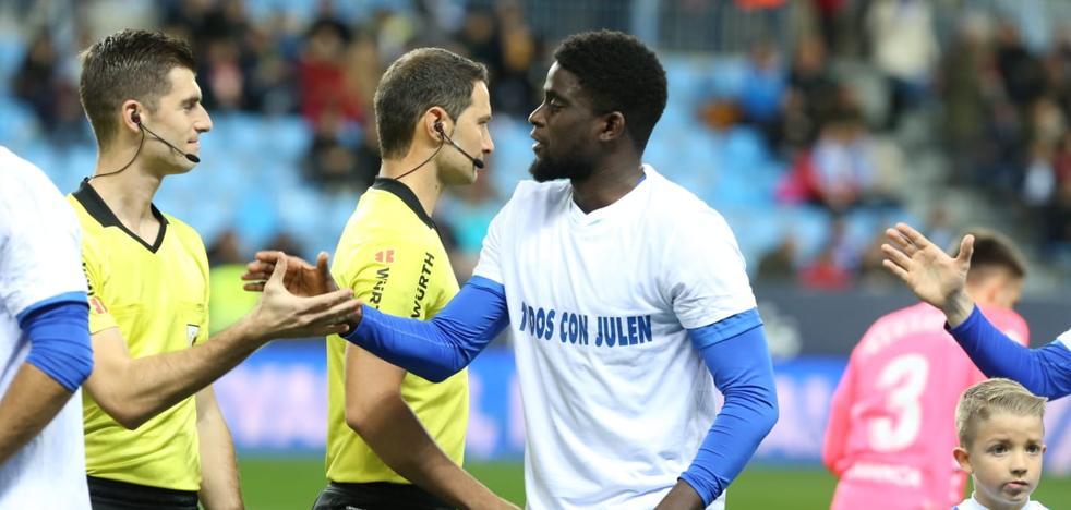 El Málaga sale al campo con camisetas con el lema 'Todos con Julen'