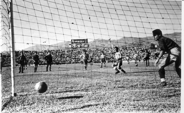 Las mejores imágenes de Bazán, el máximo goleador en la historia del Málaga
