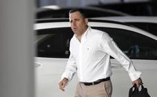 Rafa Gil sigue en el Málaga, pese a que Al-Thani lo 'despide' por Twitter
