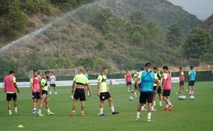 El Málaga trabaja ya con treinta jugadores