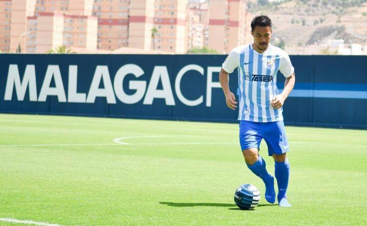 Las imágenes de Okazaki en su presentación con el Málaga