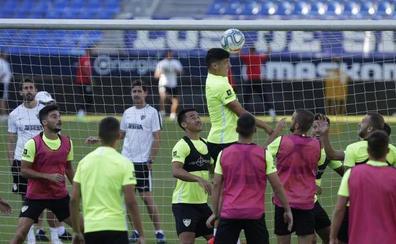 El Málaga, sin delanteros puros frente a otro conjunto acuciado por el tope salarial