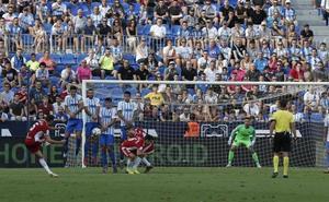 El Málaga, impotente y desquiciado frente al Almería (0-1)