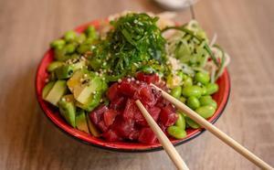 Poké, el plato hawaiano que conquista el mundo