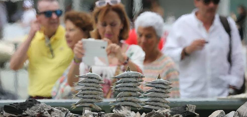 Doscientos kilos de sardinas y noventa de bacalao como aperitivo del Encuentro de los Mares