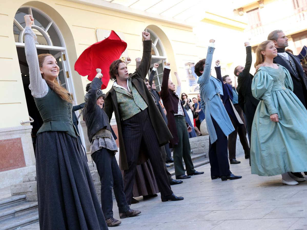 'Los Miserables' sale a la calle